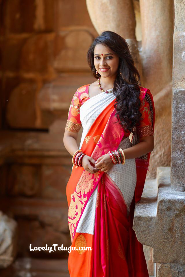Sri divya images hd traditional look photos lovely telugu for Traditional photos