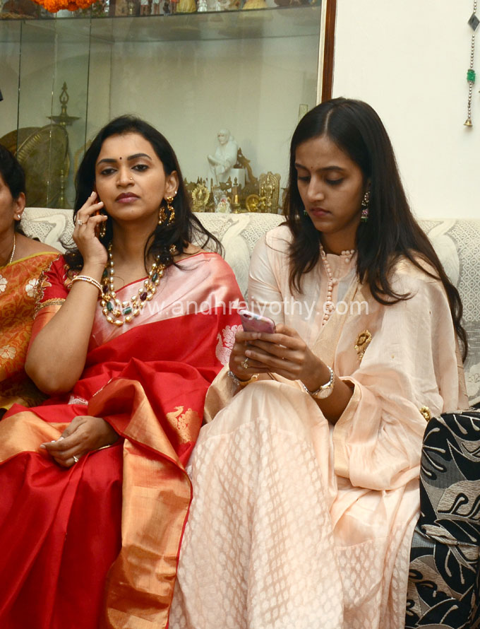 jr ntr wife pranathi nandamuri photos
