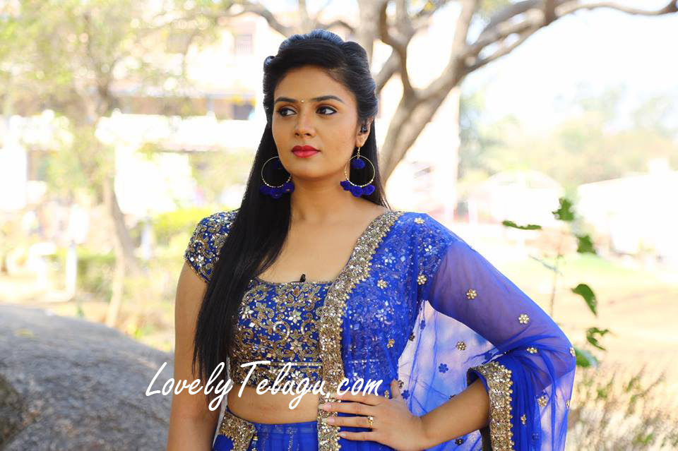 Anchor Sreemukhi HD photos