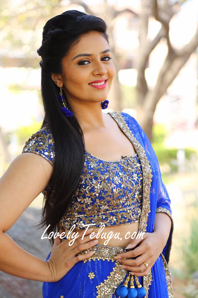 Anchor Sreemukhi hot