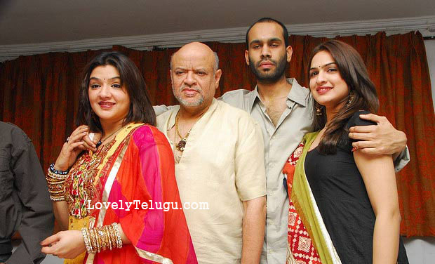 aarthi agarwal with brother