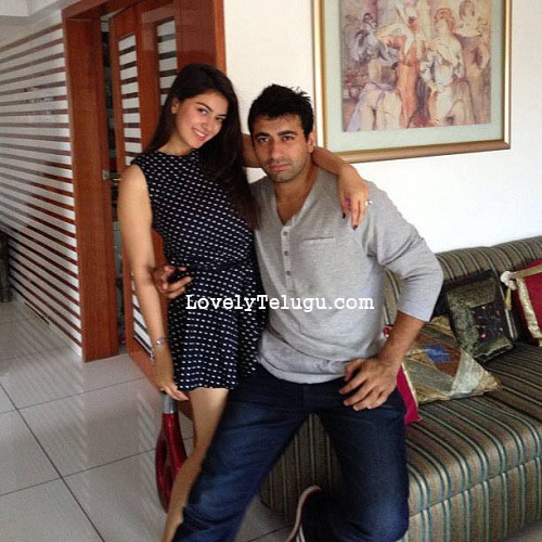 hansika with her brother